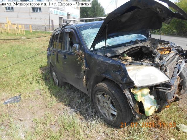 Фото В Кирово-Чепецке автомобиль влетел в фонарный столб