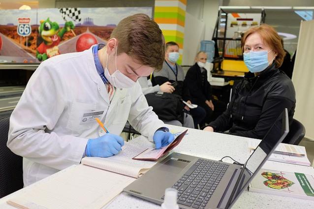 Фото В ЦУМе на четвертом этаже открылся выездной пункт вакцинации от COVID-19