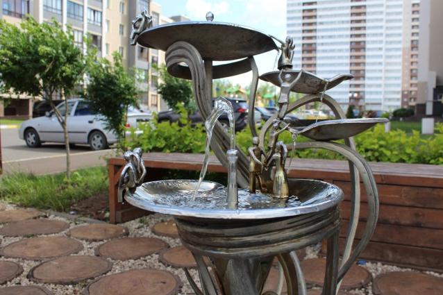 Фото В Кирове демонтируют недавно установленные питьевые фонтаны