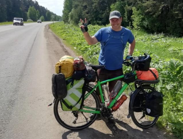 Фото Кировский путешественник едет до Байкала на велосипеде