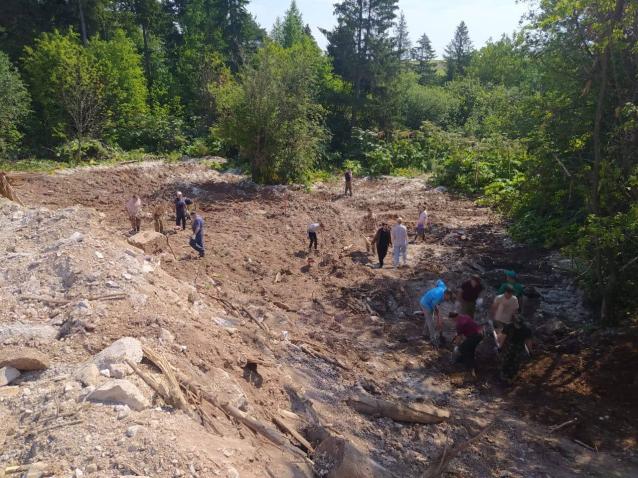 Фото В Чистых прудах лес очистили от свалки бетонных отходов